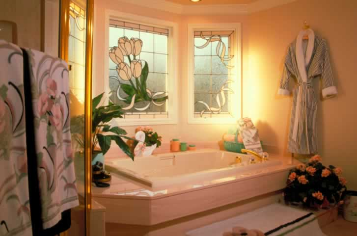 Floral Windows Inspire a Peachy Bathroom Spa