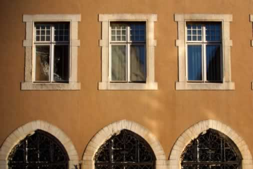 Window Repetition and Contrast Create a Timeless Look