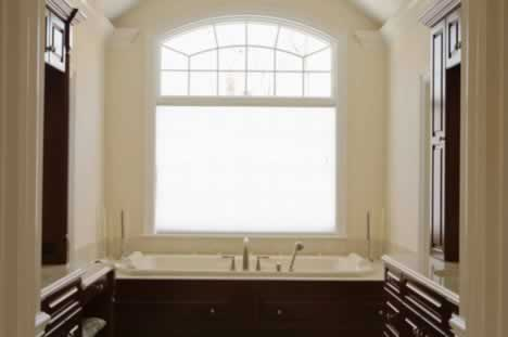 Keep Your Bathroom Comfortable with the Right Windows