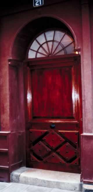 The Unique Glamor of Mahogany Doors