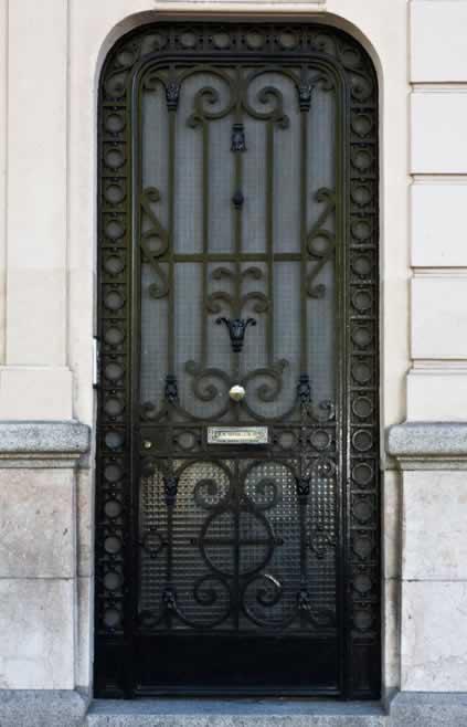 Security and Great Looks in Metal Doors