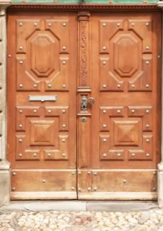 Traditional, Double-Leaf Oak Doors Add Value